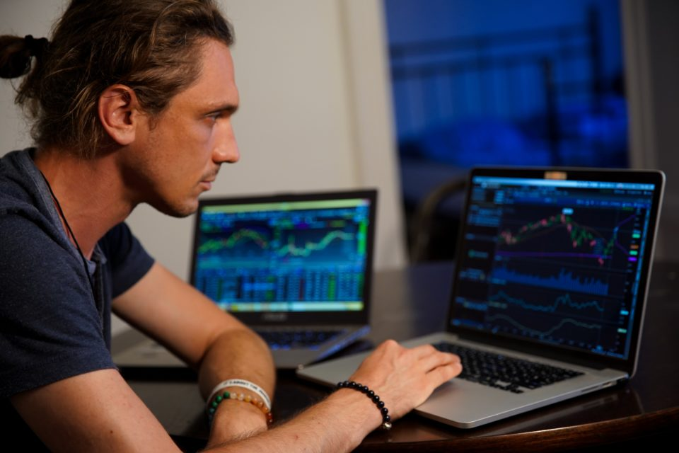 how hard is it to make money day trading